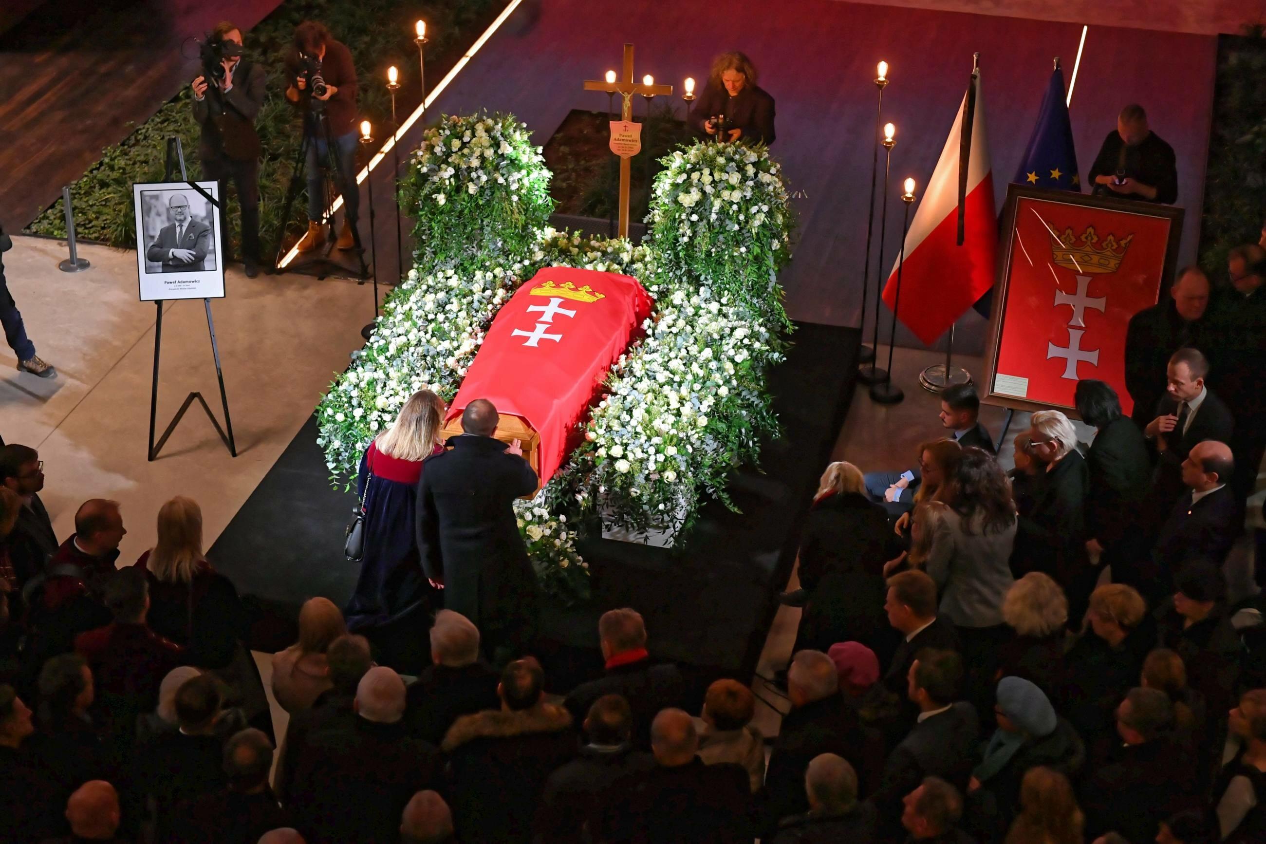 Trumna z ciałem prezydenta Gdańska wystawiona w ECS