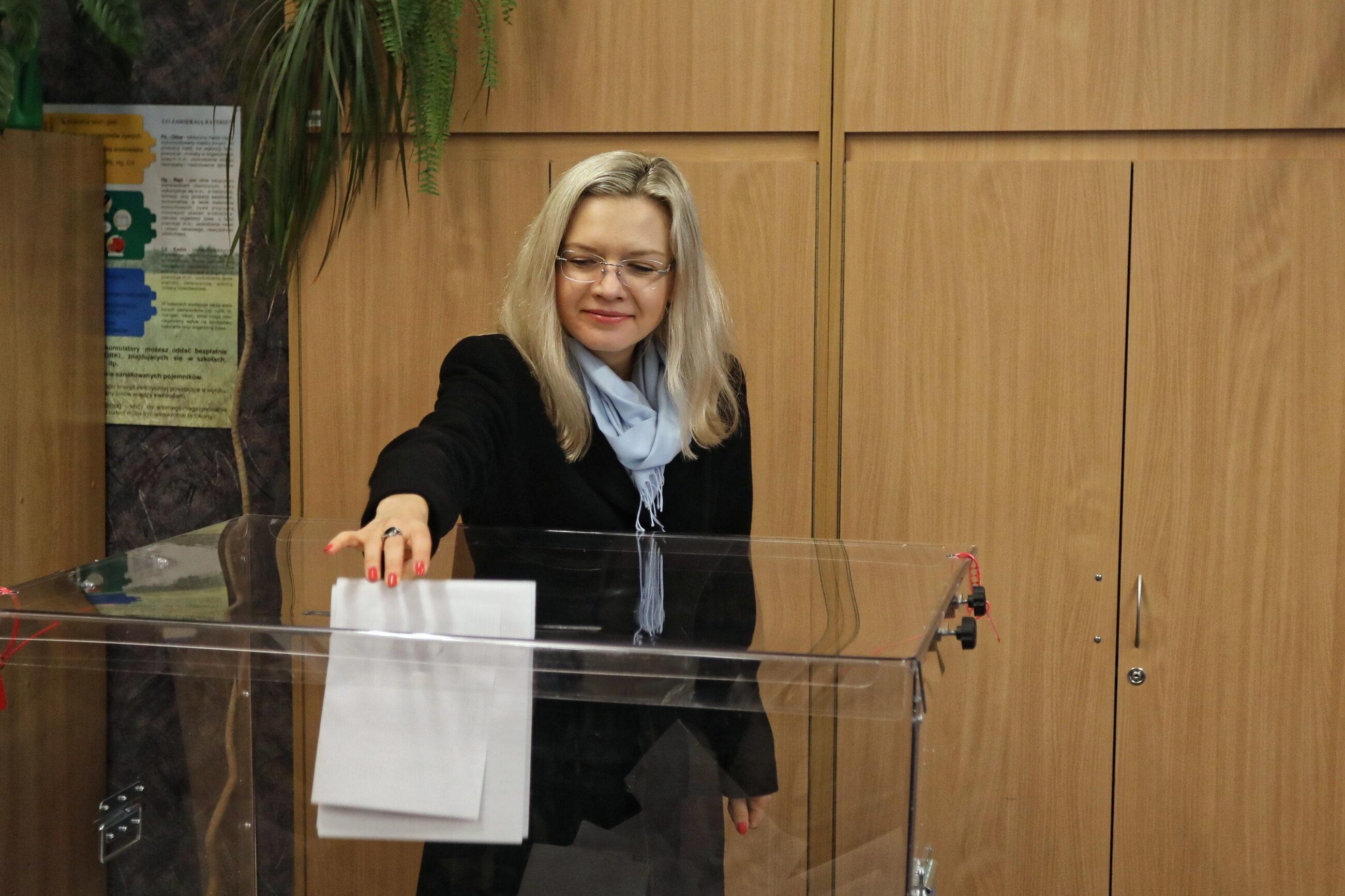 Małgorzata Wassermann podczas głosowania w Krakowie