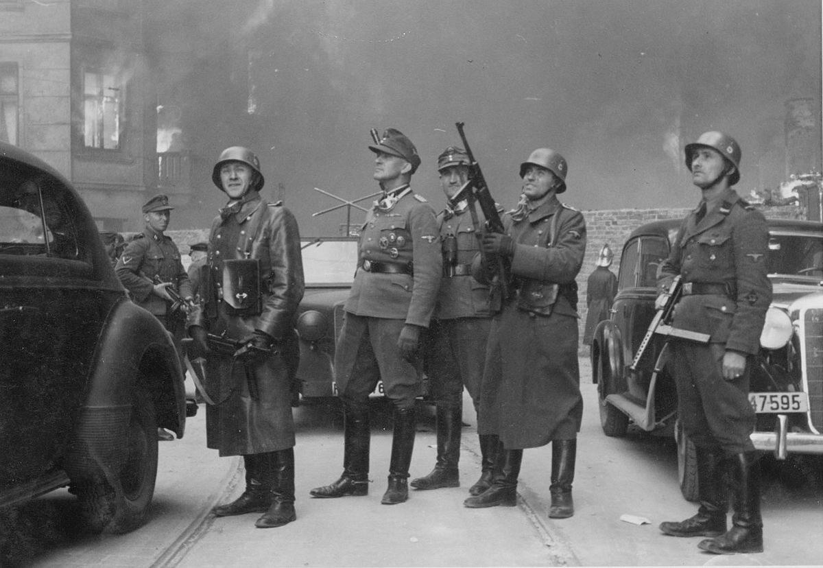 """Kat warszawskiego getta – gen. Jürgen Stroop. Oryginalny podpis z raportu: """"Der Führer der Großaktion""""."""